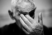 2012-12-26. Pereña, Salamanca..Desiderio, de 85 años, es uno de los pacientes de Luis Rodríguez, médico rural en la comarca de Las Arribes (Salamanca), una de las más envejecidas y despobladas de España. La mayoría de los pacientes de esta zona son octogenarios que viven en municipios de menos de 500 habitantes como Pereña o Cabeza de Framontanos. El trabajo del médico rural es similar al de cualquier médico de familia, salvo por las largas distancias que tienen que recorrer para visitar a los pacientes. En algunos pueblos no hay ni siquiera dispensario y es el doctor el que se desplaza a las casas. Esta profesión tampoco se libra de los recortes sanitarios. Por ejemplo, Castilla y León ha decidido suprimir las guardias médicas rurales en 16 puntos de su geografía. (c) Pedro ARMESTRE.<br /> <br /> 2012-12-26. Pereña, Salamanca.<br /> Desiderio is 85 years old and his one of the patients of Luis Rodríguez, a rural doctor in the region of Las Arribes (Salamanca), one of the most aged and depopulated of Spain. The majority of the patients of this zone are octogenarian that live in very small towns with no more than 500 inhabitants as Pereña or Cabeza de Framontanos. The work of the rural doctor is similar to any other general doctor, except for the long distances that they have to cross. The rural doctor usually moves with his car to the houses of the patients in zones with difficulties to access. The development and the cuts in the budget of the Spanish health can make eliminate this profession. (c) Pedro ARMESTRE