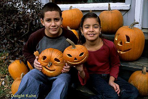 HS24-333z  Pumpkin - children with jack-o-lanterns
