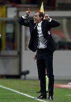 Calcio, Serie A: Milan vs Juventus. Milano, stadio San Siro, 9 aprile 2016. <br /> Juventus coach Massimiliano Allegri gives indications to his players during the Italian Serie A football match between AC Milan and Juventus at Milan's San Siro stadium, 9 April 2016.<br /> UPDATE IMAGES PRESS/Isabella Bonotto