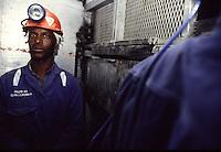 SUDAFRICA - Kimberley, miniera di diamanti di Bultfontein ( Miniere De Beers): minatori al lavoro.