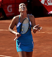 BOGOTÁ - COLOMBIA - 23-02-2013: Jelena Jonkovic de Serbia, saluda tras vencer a Karin Knapp de Italia, en partido por la Copa de Tenis WTA Bogotá, febrero 23 de 2013. (Foto: VizzorImage / Luis Ramírez / Staff). Jelena Jonkovic from Serbia in salutes after beating Karin Knapp from Italy in a match for the WTA Bogota Tennis Cup, on February 23, 2013, in Bogota, Colombia. (Photo: VizzorImage / Luis Ramirez / Staff)..................................
