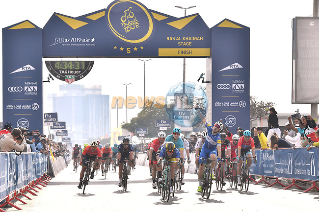 Elia Viviani (ITA) Quick-Step Floors wins Stage 2 The Ras Al Khaimah Stage of the Dubai Tour 2018 the Dubai Tour's 5th edition, running 190km from Skydive Dubai to Ras Al Khaimah, Dubai, United Arab Emirates. 7th February 2018.<br /> Picture: LaPresse/Massimo Paolonei | Cyclefile<br /> <br /> <br /> All photos usage must carry mandatory copyright credit (© Cyclefile | LaPresse/Massimo Paolone)