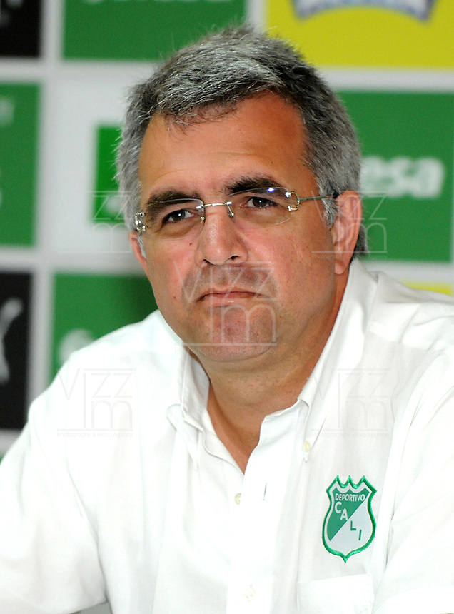 CALI - COLOMBIA, 08-01-2019: Juan Fernando Mejía, Presidente del Deportivo Cali durante rueda de prensa después del entrenamiento previo a la Liga Águila I 2019 en la sede campestre del Club en Pance, Colombia. / Juan Fernando Mejía, President of Deportivo Cali during press conference after training prior the Aguila League I 2019 at sporting headquarters in Pance, Colombia. Photo: VizzorImage/ Nelson Ríos / Cont.