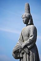 Europe/France/Bretagne/29/Finistère/ Plozevet: Statue de la bigoudène a Pors-Poulhan marquant la limite du pays Bigouden. Monument du sculpteur Renè Quillivic