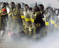 SOMMET DES AMERIQUES QUEBEC 2001 MANIFESTATION<br /> PHOTO JACQUES NADEAU<br /> AVRIL 2001<br /> 24 MARS 2012 P.A-1