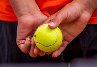 Amstelveen, Netherlands, 7 Juli, 2021, National Tennis Center, NTC, Amstelveen Womans Open, ballboy holding tennisbal<br /> Photo: Henk Koster/tennisimages.com