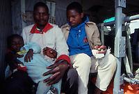 Chimoio / Beira  / Mozambico 1993.Mountain troops of Taurinense brigade patrolling Beira corridor during UN mission in Mozambique. Rescue mission of refugees and wounded - Alpini della brigata Taurinense durante la missione ONU in Mozambico come forza di pace nel 1993. Nella foto operazione di evacuazione di profughi e feriti da una zona infestata dalla guerriglia e dalle mine anti-uomo..Photo Livio Senigalliesi.
