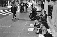 - Roma, emarginati e senza casa nei dintorni della stazione Termini (Giugno 1989)<br /> <br /> - Rome, marginalized and homeless near the Termini station (June 1989)