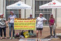 SÃO PAULO, SP, 16.10.2015- PROTESTO-SP - Integrantes da Câmara dos Dirigentes dos lojistas de São Mateus protestam em frente a prefeitura contra os horários de proibição de estacionamento na Avenida Mateo Bei na manhã desta sexta-feira, 16. (Foto: Renato Mendes / Brazil Photo Press)