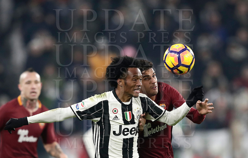 Calcio, Serie A: Juventus vs Roma. Torino, Juventus Stadium,17 dicembre 2016. <br /> Juventus' Juan Cuadrado, left, and Roma's Emerson Palmieri fight for the ball during the Italian Serie A football match between Juventus and Roma at Turin's Juventus Stadium, 17 December 2016.<br /> UPDATE IMAGES PRESS/Isabella Bonotto