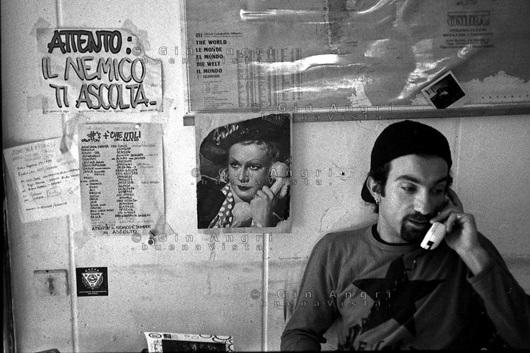 Milano: i centri sociali degli anni '90. Leoncavallo, Calusca, via Garignano, via Gorizia. <br /> 1994 manifestazione del Leoncavallo con scontri con la polizia.