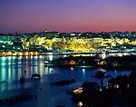 Spanien, Balearen, Menorca, Mahon: Stadt und Hafen bei Nacht | Spain, Balearic Islands, Menorca, Mahon: Town and Harbour at night