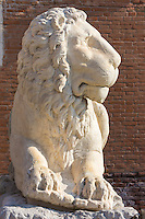 Italie, Vénétie, Venise: Porte terrestre de l'Arsenal de Venise, Campo de l'Arsenal  - Les lions de l'Arsenal // Italy, Veneto, Venice:  Venetian Arsenal, The Porta Magna at the Venetian Arsenal.