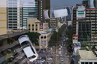 KENYA, Nairobi, city centre, buys road and refletion in window / KENIA, Nairobi, Stadtzentrum