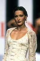 CARLA BRUNI<br /> 1994<br /> Valentino<br /> © Guy Marineau/Catwalkpictures/TORDOIR/DALLE