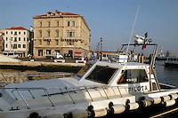 - lancia del pilota di porto ormeggiata in un canale di Chioggia,città lagunare a sud di Venezia)....- motorboat of the port pilot moored in a channel of Chioggia, lagoon city south of Venice ( Italy ) Italia