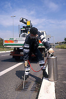 Operatori della Sanama intervengono contro la zanzara tigre. Sanama workers do disinfestation against the tiger mosquito....