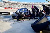 #18: Harrison Burton, Kyle Busch Motorsports, Toyota Tundra Safelite AutoGlass makes a pit stop, Sunoco