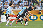 03.07.2010, CAPE TOWN, SOUTH AFRICA, Miroslav Klose of Germany attempts to get past Javier Mascherano of Argentina as Lionel Messi of Argentina looks on during the Quarter Final, Match 59 of the 2010 FIFA World Cup, Argentina vs Germany held at the Cape Town Stadium. Foto © nph / Kokenge