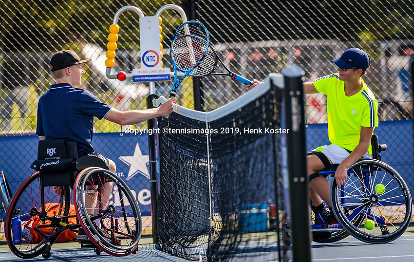 Amstelveen, Netherlands, 19 Augustus, 2020, National Tennis Center, NTC, NKR, National Junior Wheelchair Tennis Championships, Robin Groenewoud (NED) (L) is congratulated by Ivar van Rijt  (NED) with his win, they dont shake hands becouse of Covid-19<br /> Photo: Henk Koster/tennisimages.com