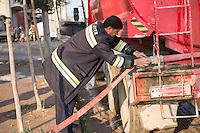 Feuerwehr in Qamishli, Rojava/Syrien.<br /> Von sieben Feuerwehr-Fahrzeugen die der YPG-Regierung in Qamishli zur Verfuegung stehen, ist nur eines funktionstuechtigt. Fuenf Fahrzeuge sind mit vorhandenen Mitteln nicht zu reparieren - Motorschaden, unbenutzbare Fahrerkabinen, defekte Stromleitungen.<br /> Zusaetzlich zumden Augaben der Feuerwehr muessen die 12 Feuerwehrmaenner - je 3 von ihnen arbeiten in 24-Stundenschichten - auch noch Wasser in Stadtteile ohne Wasserversorgung verteilen.<br /> Im Bild: Der arabische Feuerwehrmann Aziz ist mit einem Kollegen zur Wasserverteilung ausgerueckt.<br /> 15.12.2014, Qamishli/Rojava/Syrien<br /> Copyright: Christian-Ditsch.de<br /> [Inhaltsveraendernde Manipulation des Fotos nur nach ausdruecklicher Genehmigung des Fotografen. Vereinbarungen ueber Abtretung von Persoenlichkeitsrechten/Model Release der abgebildeten Person/Personen liegen nicht vor. NO MODEL RELEASE! Nur fuer Redaktionelle Zwecke. Don't publish without copyright Christian-Ditsch.de, Veroeffentlichung nur mit Fotografennennung, sowie gegen Honorar, MwSt. und Beleg. Konto: I N G - D i B a, IBAN DE58500105175400192269, BIC INGDDEFFXXX, Kontakt: post@christian-ditsch.de<br /> Bei der Bearbeitung der Dateiinformationen darf die Urheberkennzeichnung in den EXIF- und  IPTC-Daten nicht entfernt werden, diese sind in digitalen Medien nach §95c UrhG rechtlich geschuetzt. Der Urhebervermerk wird gemaess §13 UrhG verlangt.]