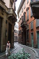 Milano, vicolo nel centro storico. Via Morone --- Milan, alley in downtown. Morone street