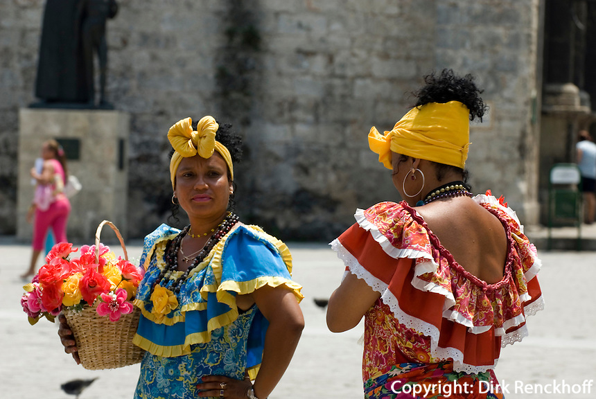 """""""Fotomodelle"""" an Plaza de San Francisco, Habana, Cuba"""