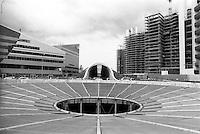 Milano, quartiere Portello. Nuovi edifici in costruzione e il tunnel di via Gattamelata --- Milan, Portello district. New buildings under construction and the tunnel Gattamelata