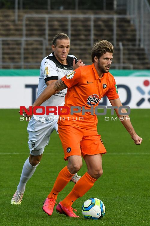 12.09.2020, Donaustadion, Ulm, GER, DFB Pokal, SSV Ulm 1846 Fussball vs FC Erzgebirge Aue, <br /> DFL REGULATIONS PROHIBIT ANY USE OF PHOTOGRAPHS AS IMAGE SEQUENCES AND/OR QUASI-VIDEO, <br /> im Bild Vinko Sapina (Ulm, #22), Philipp Zulechner (Aue, #14)<br /> <br /> Foto © nordphoto / Hafner