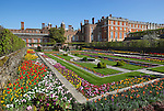 Great Britain, England, London: Hampton Court Palace designed by Sir Christopher Wren | Grossbritannien, England, London: Hampton Court Palace designed von Sir Christopher Wren