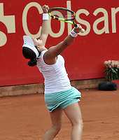 BOGOTA - COLOMBIA - 17-04-2016: Irina Falconi de Estados Unidos, celebra el triunfo sobre Silvia Soler de España, durante partido por el Claro Colsanitas WTA, que se realiza en el Club El Rancho de Bogota. / Irina Falconi of United States, Silvia Soler of Spain, celebrates the point won to Silvia Soler of Spain,  during a match for the WTA Claro Colsanitas, which takes place at Club El Rancho de Bogota. Photo: VizzorImage / Luis Ramirez / Staff.