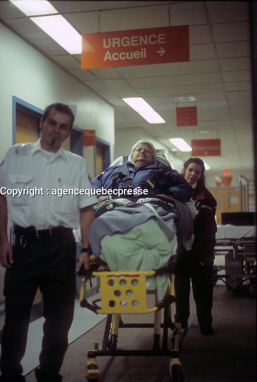 Hopital - Urgences - archives 2000<br /> <br /> PHOTO :  Agence Quebec Presse - Eric Barbeau