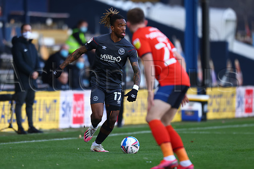 31st October 2020; Kenilworth Road, Luton, Bedfordshire, England; English Football League Championship Football, Luton Town versus Brentford; Ivan Toney of Brentford looks up to take on Rhys Norrington-Davies of Luton Town