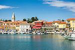 Croatia, Istria, Novigrad: fishing boats at Port Novigrad and parish church St Pelagius | Kroatien, Istrien, Novigrad: Fischerboote im Hafen Port Novigrad und Pfarrkirche des Hl. Pelagius