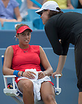 August 17,2017:   Madison Keys (USA) confers with her coach, Lindsay Davenport, as she battles against Garbine Muguruza (ESP) before the rain delay at the Western & Southern Open being played at Lindner Family Tennis Center in Mason, Ohio.  ©Leslie Billman/Tennisclix/CSM