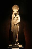 ITALIA - Torino - Museo Egizio  La dea a testa di leone Sekhmet indossa il disco solare..quarzodiorite XVIII dinastia Amenofi III Tebe 1388-1351 a.C.