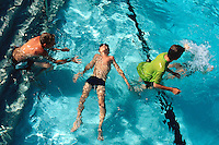 """Spain. Mallorca in the Balearic islands. Colonia Sant Jordi. A father and his children play in the swimming pool of the """"Don Leon"""" hotel. © 1999 Didier Ruef"""