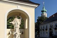 Statue Nepomuk in Grinzing bei Wien, Österreich<br /> Statue Nepomuk in Grinzing near Vienna, Austria