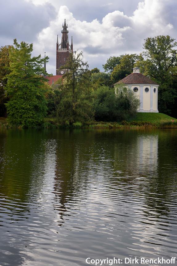 Kirche und Synagoge in Parkanlage Wörlitzer Garten, Sachsen-Anhalt, Deutschland, Europa, UNESCO-Weltkulturerbe<br /> Church and Synagoue, Wörlitz Gardens, Saxony-Anhalt, Germany, Europe, UNESCO-World Heritage