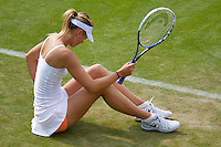 26-06-13, England, London,  AELTC, Wimbledon, Tennis, Wimbledon 2013, Day three, Maria Sharapova (RUS) falls on the grass and gets injured<br /> <br /> <br /> <br /> Photo: Henk Koster