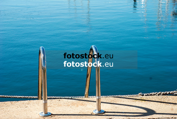 Ladder at a dock<br /> <br /> escalera en una muelle <br /> <br /> Badeleiter am Kai
