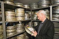 Europe/Pologne/Lodz: Ecole Supérieure d'art Cinématographique, Televisuel et Théatral rue Targowa ou furent formés Polanski, Wajda… les archives recellent des boites avec des boites portant le nom d'élèves devenus célèbres. le Directeur Andrzej Bednarek