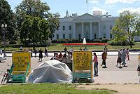 4415 / Friedensdemo: AMERIKA, VEREINIGTE STAATEN VON AMERIKA, WASHINGTON DC, (AMERICA, UNITED STATES OF AMERICA), 04.09.2006: Friedensdemonstranten vor dem White House