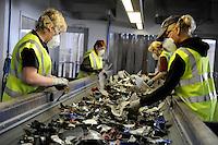 GERMANY HAMBURG recycling of electronic scrap at electronic recycling company TCMG / DEUTSCHLAND, Hamburg , Firma TCMG verwertet und recycelt alte Elektro u. Elektronikgeraete gemaess ElektroG fuer Behandlung von Elektroschrott