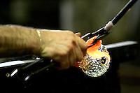 Lavorazione artigianale del vetro in una fornace nell'isola di Murano, laguna di Venezia.<br /> Glass making inside a foundry in the island of Murano, Venice's Lagoon.<br /> UPDATE IMAGES PRESS/Riccardo De Luca