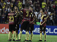 IBAGUE - COLOMBIA, 24-04-2019: Jugadores del Tolima lucen decepcionados después del partido por la ronda 4, grupo G, de la Copa CONMEBOL Libertadores 2019 entre Deportes Tolima de Colombia y Boca Juniors de Argentina jugado en el estadio Manuel Murillo Toro de la ciudad de Ibagué. / Players of Tolima look disappointed after Final second leg match between Deportes Tolima of Colombia and Boca Juniors of Argentina as part Aguila League I 2019 played at Manuel Murillo Toro stadium in Ibague city. Photo: VizzorImage / Alejandro Rosales / Cont