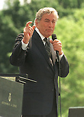 Tony Bennett performs a musical tribute at the 19th annual Fraternal Order of Police Peace Officers Memorial in front of the United States Capitol in Washington, D.C. on May 15, 2000. .Credit: Ron Sachs / CNP