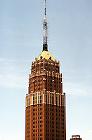 San Antonio:  Smith-Young Tower, 1929. Gothic details, about 28 stories. Atlee B. & Robert M. Ayres, Architects.  Photo 1996.