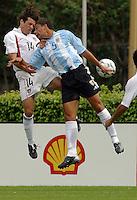 Ben Olsen, left, Sebasti‡n Bataglia, right, Argentina vs. USA, Miami, Fla.