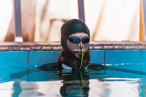 Dave McGowan prepares for a freedive